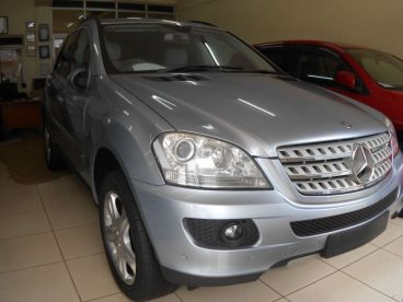 Pre-owned Mercedes-Benz ml320 for sale in