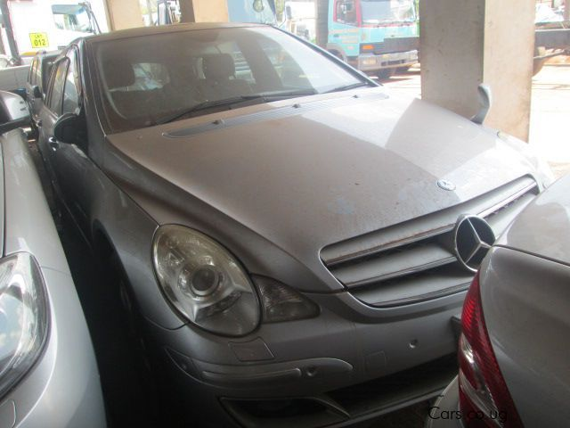 Pre-owned Mercedes-Benz R350 for sale in Kampala