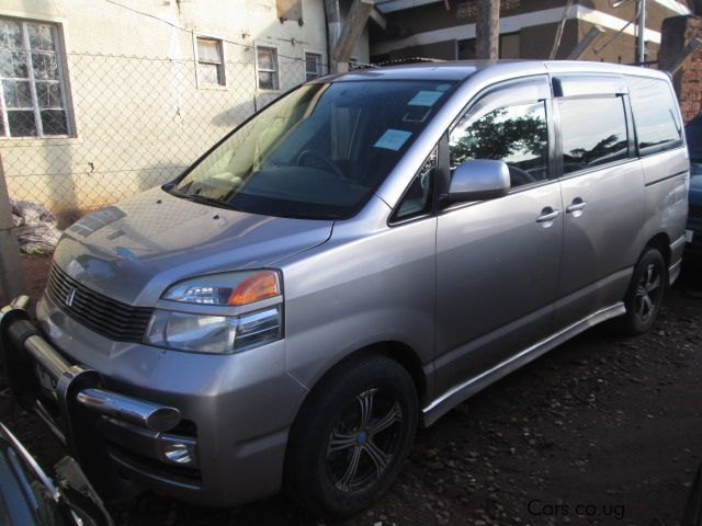Pre-owned Toyota Voxy for sale in Kampala