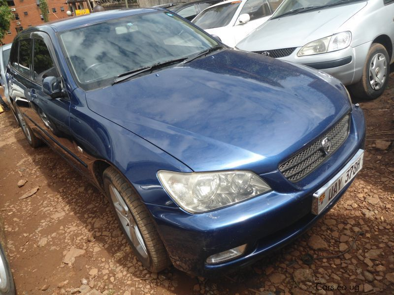 Pre-owned Toyota Altezza for sale in Kampala